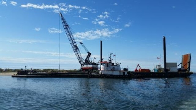 South Coast Clamshell Maintenance Dredging image thumbnail